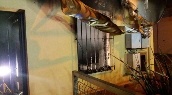 Compagni che incendiano, distrutta libreria patriottica a Modena