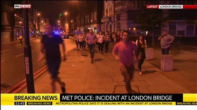 ATTACCO A LONDRA: CAMION SULLA FOLLA, POI TERRORISTI ARMATI ACCOLTELLANO PASSANTI – VIDEO
