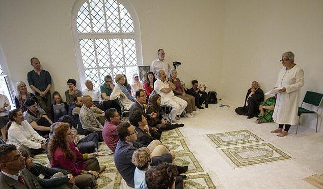 """Berlino, chiesa si trasforma in moschea: """"Qui pregheranno Allah donne e gay"""""""