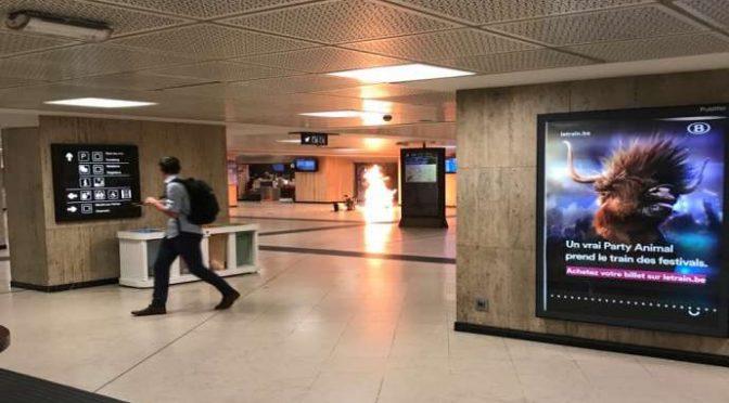 ATTACCO A BRUXELLES, TERRORISTA KAMIKAZE ABBATTUTO MENTRE SI FA ESPLODERE – VIDEO DIRETTA