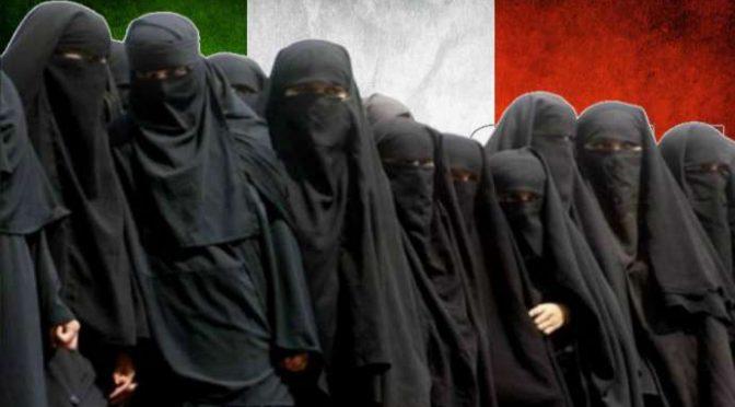 Bimbi della scuola terrorizzati da donna in Burqa