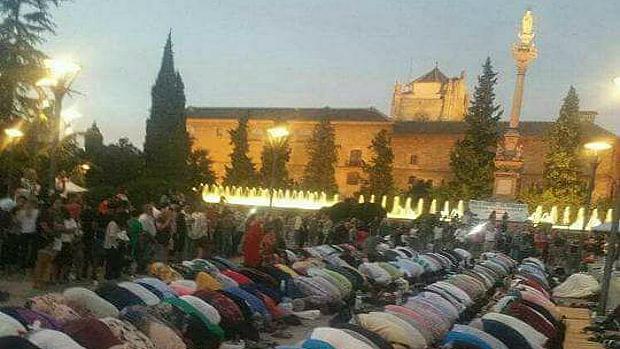 Grenada: chiamata alla preghiera islamica risuona nell'Alhambra per la prima volta a cinque secoli da Reconquista – VIDEO