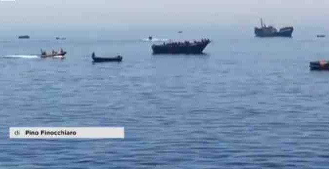 """Satellite militare incastra le Ong: """"Si muovono insieme agli scafisti"""""""