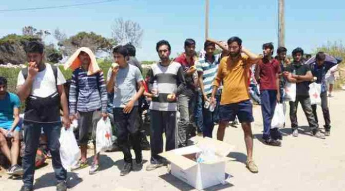 """Profughi pakistani protestano: """"Ci vogliono mettere con gli Africani"""""""