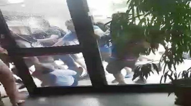 PAVIA: SCUOLA ASSALTATA DA STUDENTI, FERITI INSEGNANTI – VIDEO CHOC