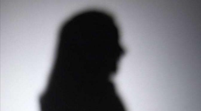 Studentessa 18enne italiana mette verginità all'asta, offerto un milione
