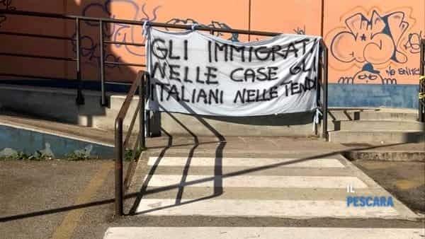 """Mamma sola con 2 figli sfrattata si ribella: """"Ai profughi pagate hotel noi per strada"""""""
