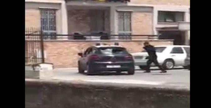 Ghanese distrugge l'auto dei carabinieri: ai domiciliari