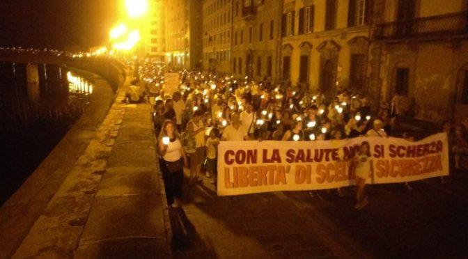 Imponente manifestazione: migliaia contro Vaccini obbligatori a Pisa