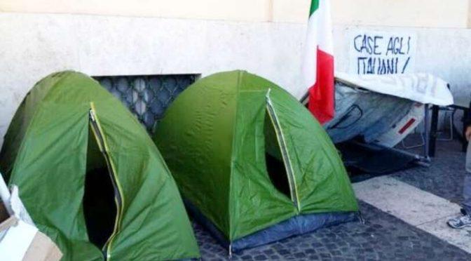 ROMA, 50 ITALIANI SENZA CASA SI ACCAMPANO DAVANTI MUNICIPIO