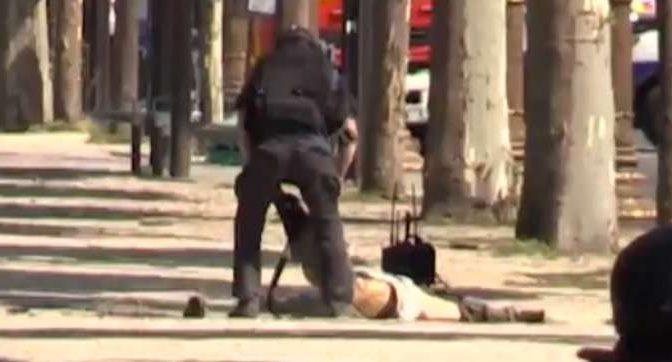 PARIGI, MORTO TERRORISTA ISLAMICO: AUTO IMBOTTITA ESPLOSIVI – VIDEO