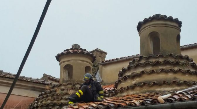 Fulmine si abbatte su chiesa che accoglie profughi islamici