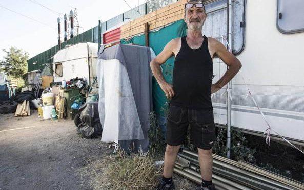Razzismo: famiglia italiana in roulotte, immigrati in casa popolare – VIDEO