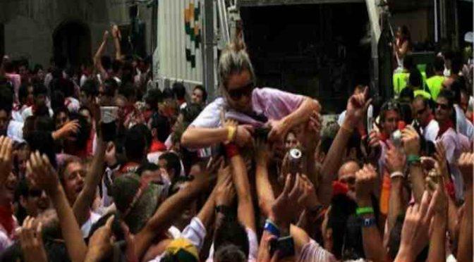 RAGAZZINE MOLESTATE DA UN MIGLIAIO DI IMMIGRATI DURANTE FESTA PAESE