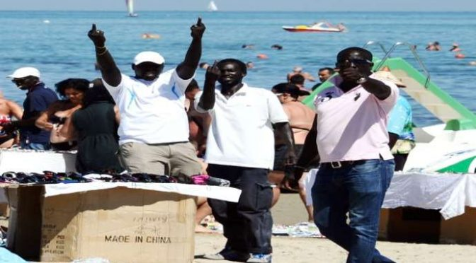 Clandestini: 500 sbarcano in Italia, 70 affogano in Libia