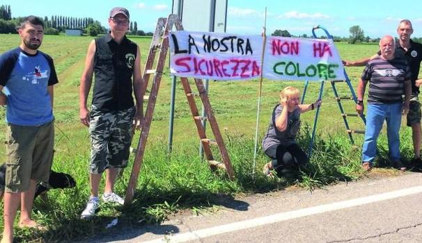 DILAGA RIVOLTA ANTI-INVASIONE: BARRICATE ANTI-PROFUGHI A BOLOGNA