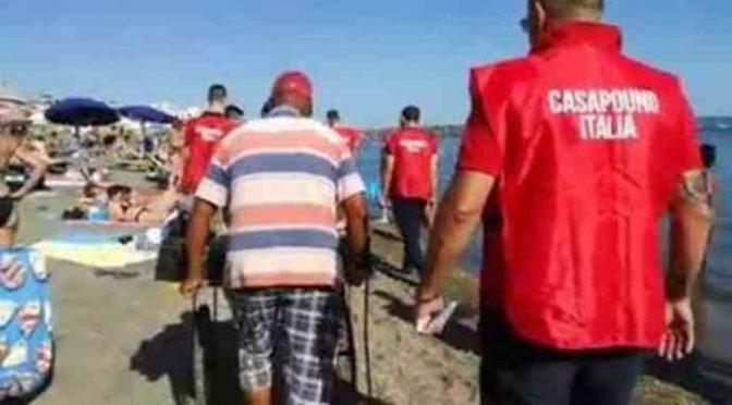 CasaPound libera Ostia dai venditori abusivi: fuggi fuggi
