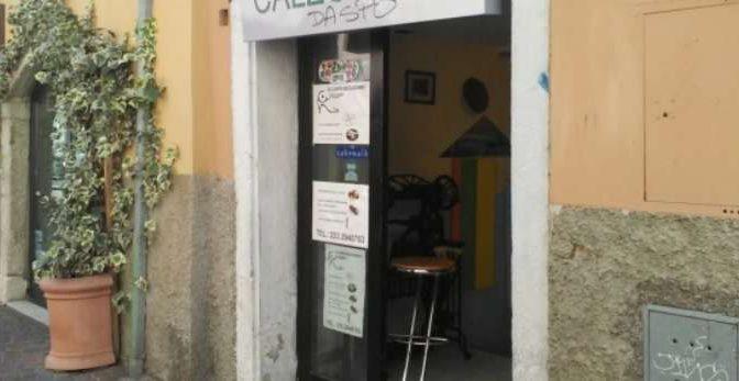 """Trento, rivolta contro negozi etnici: scritte di protesta """"Daspo"""""""