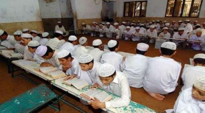 """Gb, libri di testo nelle 177 scuole islamiche: """"Le donne sono inferiori, giusto picchiarle"""""""