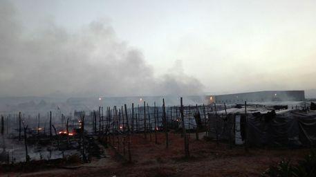 Reggio: clandestini incendiano tendopoli e impediscono a pompieri di intervenire