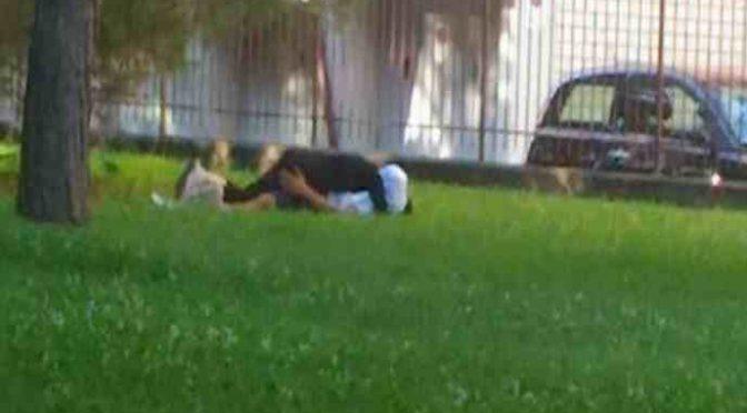 Islamica velata fa sesso scatenato al parco – FOTO