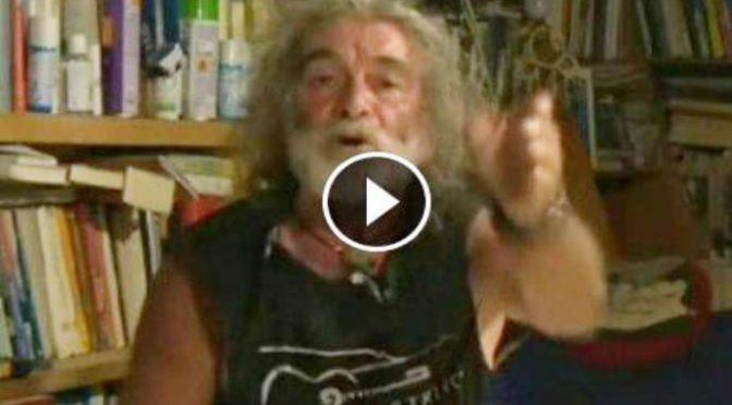 """Mauro Corona, scontro i diretta con giornalisti che difendono """"Teppisti"""" – VIDEO"""