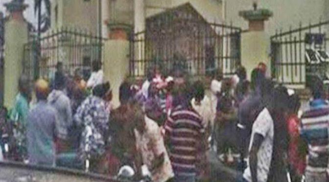 NIGERIANI ASSALTANO CHIESA: ALMENO 8 MORTI – VIDEO