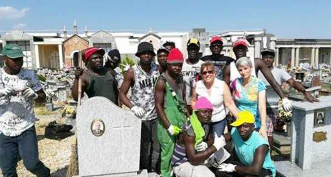 Sindaco PD spende 300mila euro per seppellire 86 clandestini: poi non paga