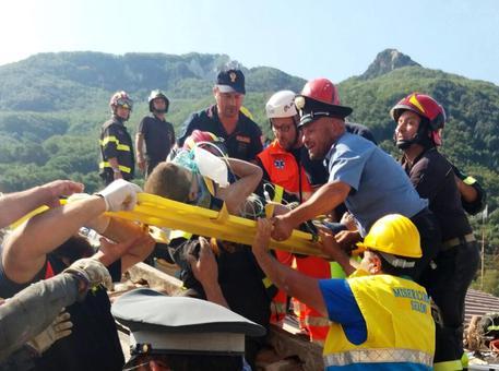 Ischia: tutti i bambini sono salvi, estratto anche Ciro
