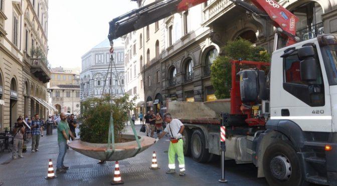 Firenze, sindaca PD pensa di fermare terroristi islamici con queste fioriere