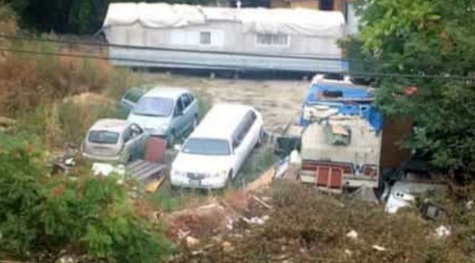 Milano: lussuosa limousine in campo nomadi – FOTO