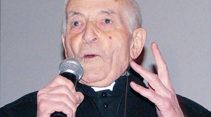 Islamico irrompe in confessionale e picchia parroco di 97 anni