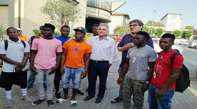 Don Biancalani difende i suoi profughi spacciatori: «Perché vanno a colpire questi?» – AUDIO