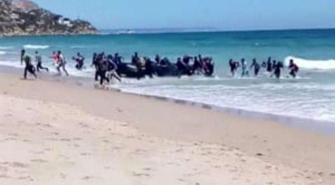"""Frontex lancia allarme terroristi sui barconi: """"Strani arrivi"""""""