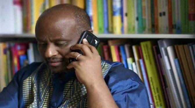 Alarm Phone, il call center di don Zerai che gestisce il traffico di clandestini