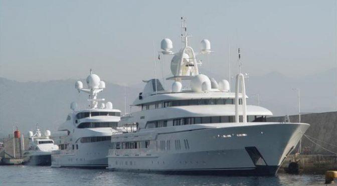 20 clandestini arrivano con lussuoso yacht: 7mila euro a testa