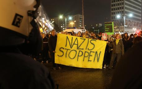 Berlino: estremisti protestano contro la democrazia – VIDEO