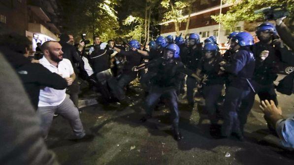 Roma, manganellate contro ronde anti stupro – FOTO