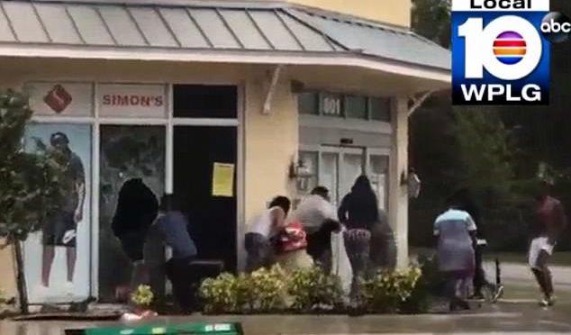 Florida, dopo uragano Irma arrivano gli sciacalli neri: saccheggio – VIDEO