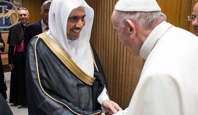 Bergoglio accoglie leader Lega Musulmana Mondiale, ordinava decapitazioni