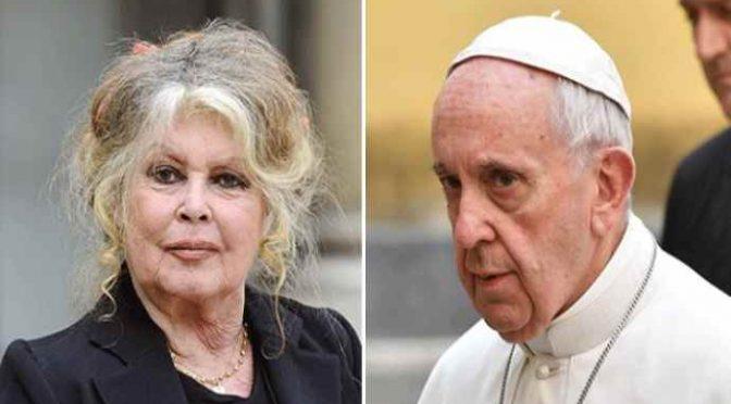 """Brigitte Bardot contro lo sgozzamento islamico: """"Non siamo una periferia islamica"""""""