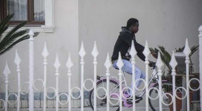 """Assesora Pd: """"Un migrante è caduto di bici, razzismo"""""""