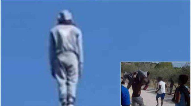 Spacciatore tunisino minaccia di buttarsi nel vuoto: purtroppo non lo fa – VIDEO