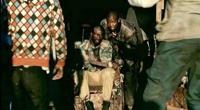 Bari, africani armati di machete pattugliano quartiere – VIDEO