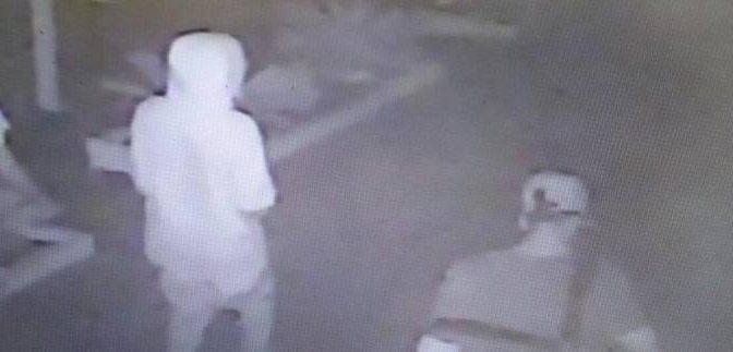 Rimini, la foto del branco nordafricano: stupratori riconosciuti da vittime