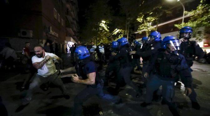 Roma, 15 denunciati e manganellati per ronde anti-stupro