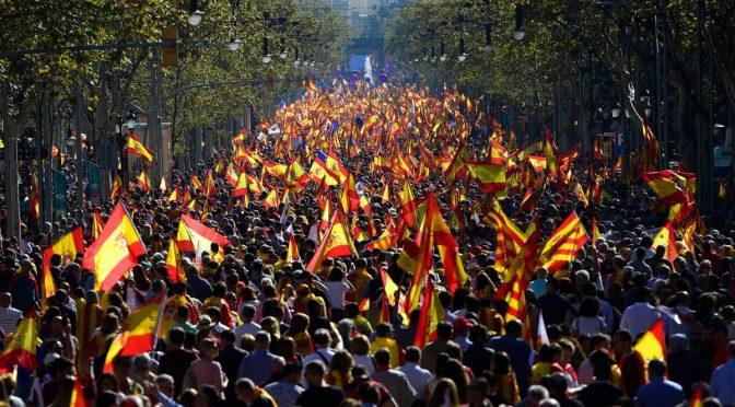 Imponente marcia unionista sfila a Barcellona