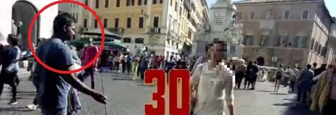 Piazza di Spagna infestata di Bengalesi in fuga dalla guerra in Siria – VIDEO