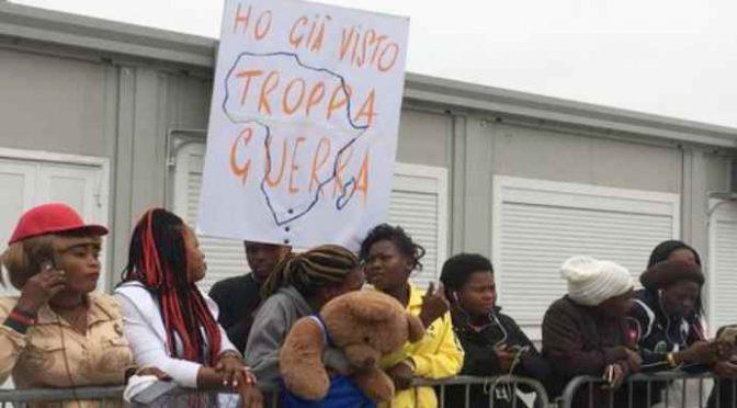 Capo accoglienza: Lega come terroristi perché manda via nigeriane