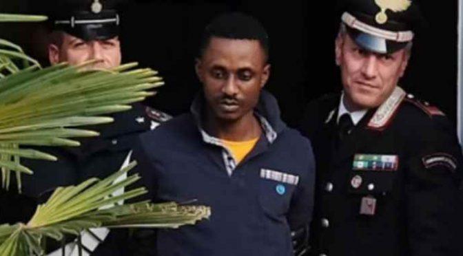 Africano ne stupra 2 davanti al centro profughi, pena lieve